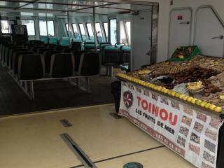 Buffet de coquillages sur l'un de nos bateaux