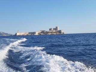 Visite de la Baie de Marseille pendant l'apéritif  au soleil couchant