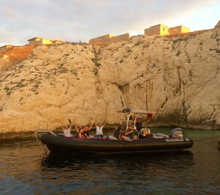 Afterwork au soleil couchant en Méditerranée