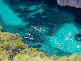 Kayaks dans les calanques