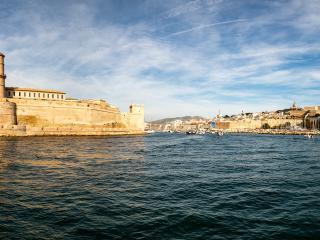 Embarquement des passagers sur le Vieux-Port de Marseille