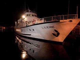 L'Ilienne de nuit sur le Vieux-Port