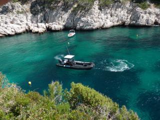 Louer un bateau pour enterrement de vie de jeune fille à Marseille